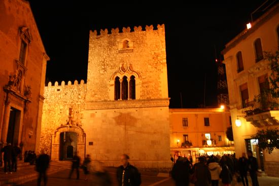 Di sera - Taormina (3135 clic)