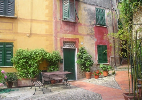 Piazzetta a Lerici (4698 clic)