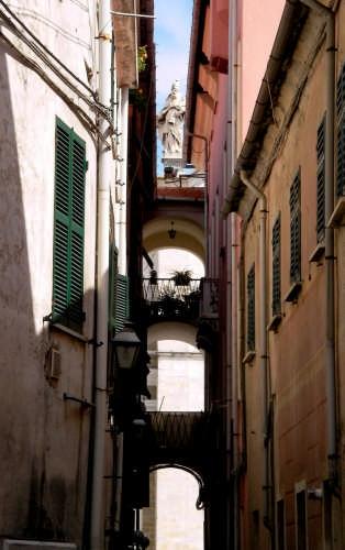 Il santo sui tetti - Sarzana (4404 clic)