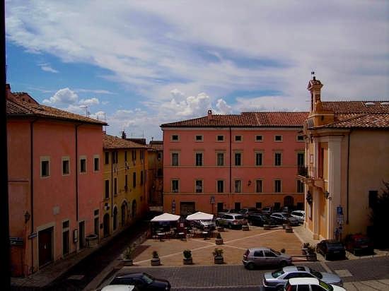 Piazza Matteotti - Amelia (4654 clic)