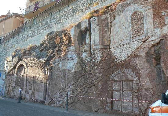 MONUMENTO REALIZZATO CON PIETRA DI SAN MARCO - San marco d'alunzio (2831 clic)