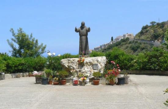 MONUMENTO A SAN PIO - Caronia (3249 clic)