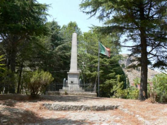 MONUMENTO AI CADUTI - Castelmola (3646 clic)