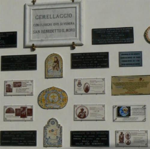 PARTICOLARE DEL MURO DI SAN BENEDETTO - Palermo (3721 clic)