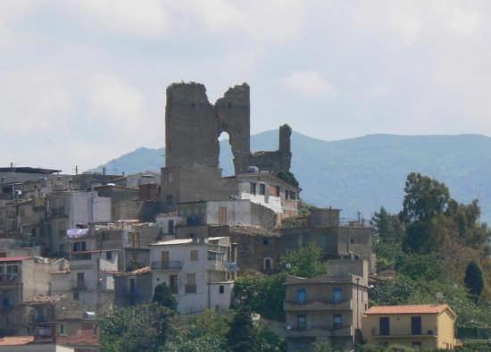 RUDERI DEL CASTELLO - Pettineo (3166 clic)