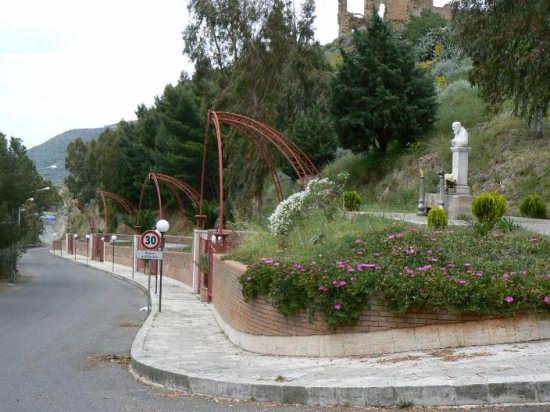 VIALE DELLE RIMEMBRANZE - Pettineo (3727 clic)