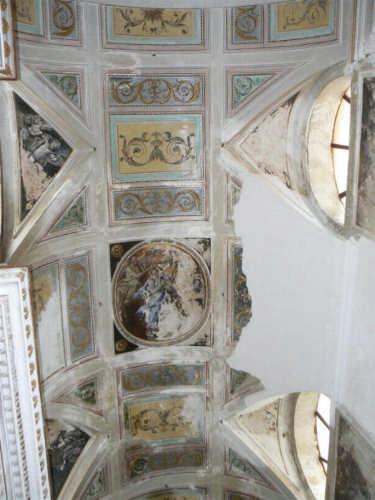 PETTINEO - CHIESA SAN SEBASTIANO - soffitto istoriato dell'altare centrale (2952 clic)