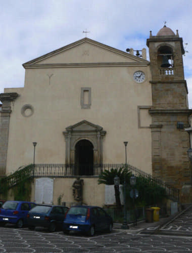PETTINEO  -  FRONTALE DELLA CHIESA MADRE (3094 clic)