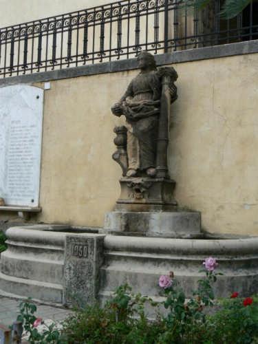 PETTINEO  -  MONUMENTO A COSTANZA ABBATE IN VENTIMIGLIA (3261 clic)