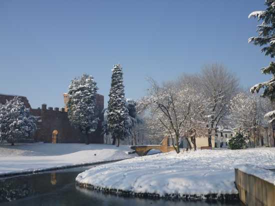Rocca sotto la neve - Noale (3245 clic)