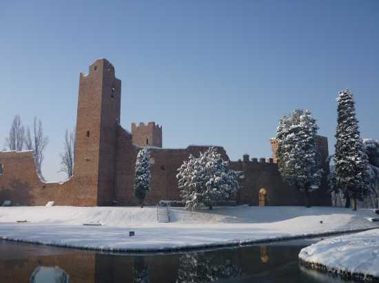 Rocca sotto la neve - Noale (4061 clic)