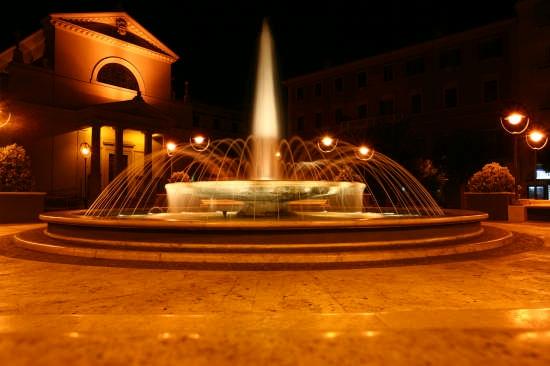 FONTANA NEL CENTRO DI ANZIO (5574 clic)