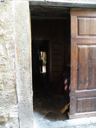 Porta semiaperta  - Orvieto (3633 clic)