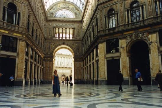 Galleria Umberto I - NAPOLI - inserita il 31-Jan-08