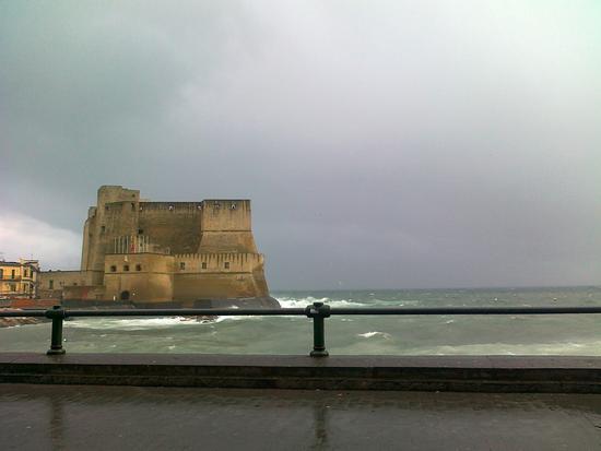 il castello e il mare - Napoli (2005 clic)
