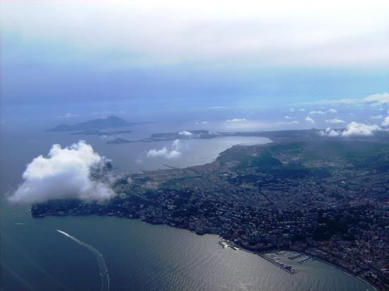 Napoli dall'alto - NAPOLI - inserita il 01-Feb-11