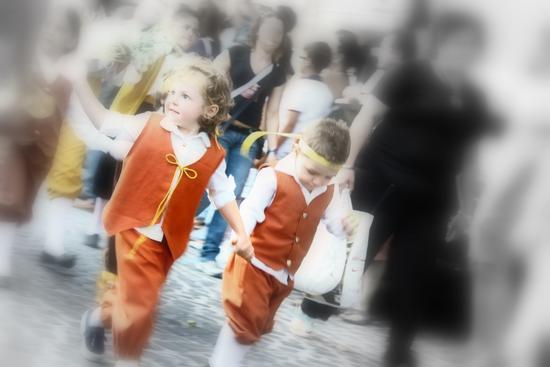 bambini alla festa - Cava de' tirreni (2341 clic)
