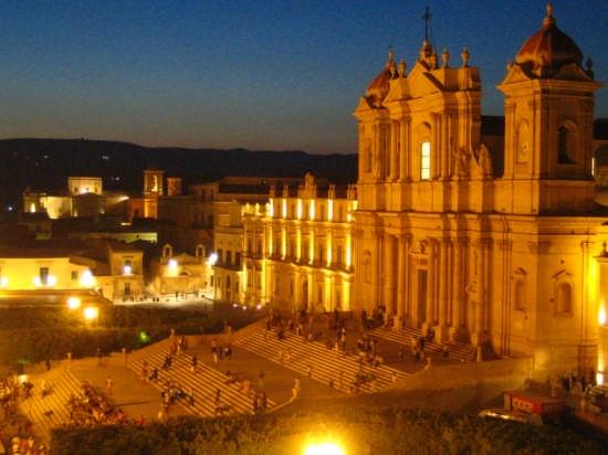 Cattedrale di sera - Noto (10832 clic)