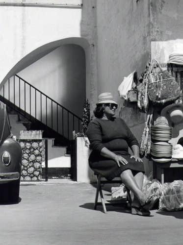 venditrice di cappeli di paglia 1981 - Capri (3520 clic)