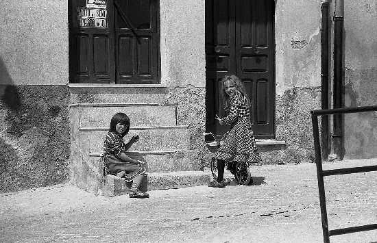 giocando in strada - Casteltermini (4950 clic)