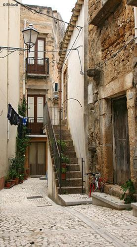 Vicolo Saraceno - Sambuca di sicilia (2120 clic)
