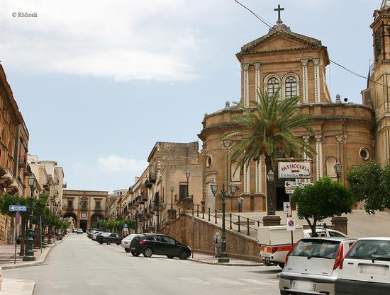 Corso Umberto I - Chiesa del Carmine - Sambuca di sicilia (2290 clic)