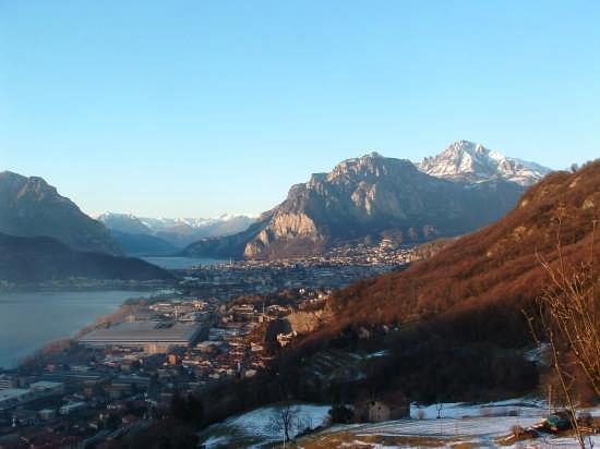 Panoramica  dalla Rocca dell'Innominato - Lecco (5189 clic)
