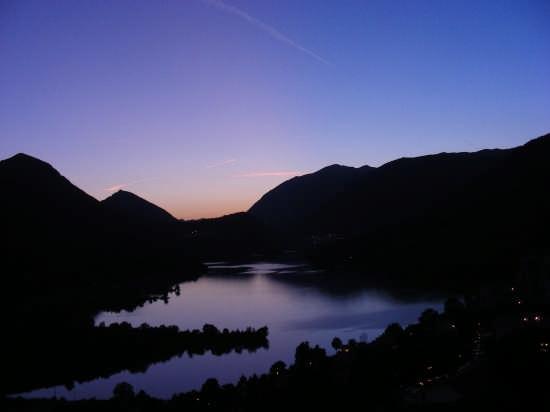 Crepuscolo sul lago di Barrea (2520 clic)