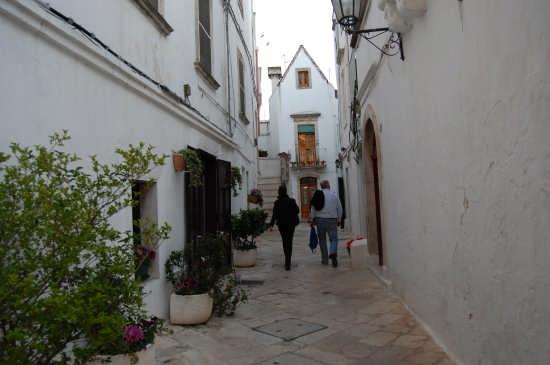Passeggiando nel centro storico... - Locorotondo (2579 clic)