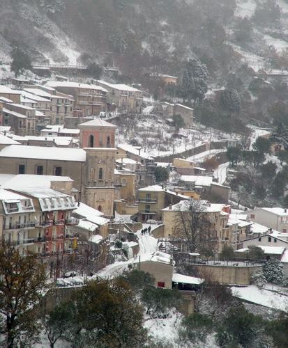 San Giuseppe innevato  - Scigliano (3010 clic)