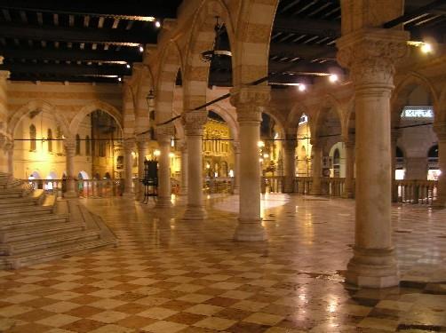 Notturna della Loggia del Lionello - Udine (8550 clic)