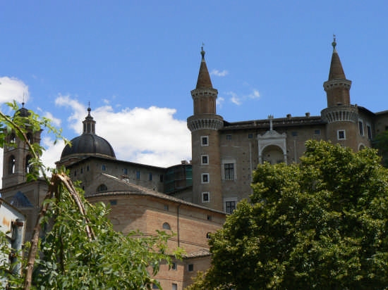 URBINO Palazzo Ducale . Vista ovest dei Torrici - Pesaro (5089 clic)