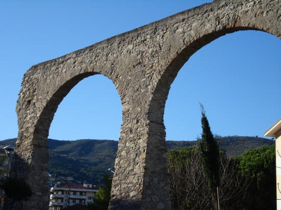 Acquedotto romano - Andora (4850 clic)