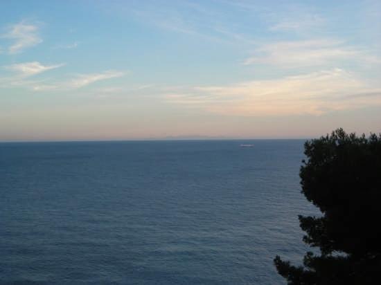 Corsica all'orizzonte vista da Capo Mele - Andora (6051 clic)