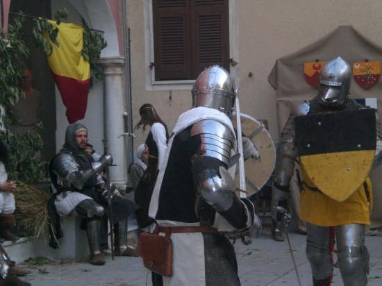 rievocazione di un duello con spada nel borgo di fosdinovo (2515 clic)