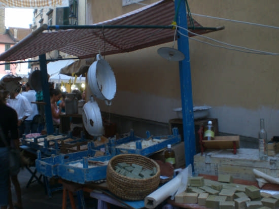 festa medioevale (vendita sapone) - Pomtremoli (2355 clic)