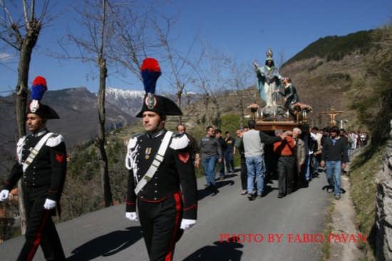 Triora Processione del Monte www.triorando.it - TRIORA - inserita il 05-Jul-08