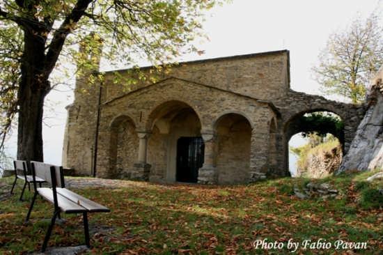Triora Chiesa di San Bernardino www.triorando.it (4015 clic)