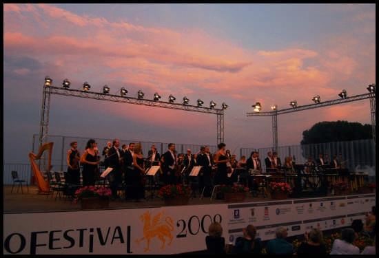concerto inaugurale al tramonto - Ravello (2425 clic)