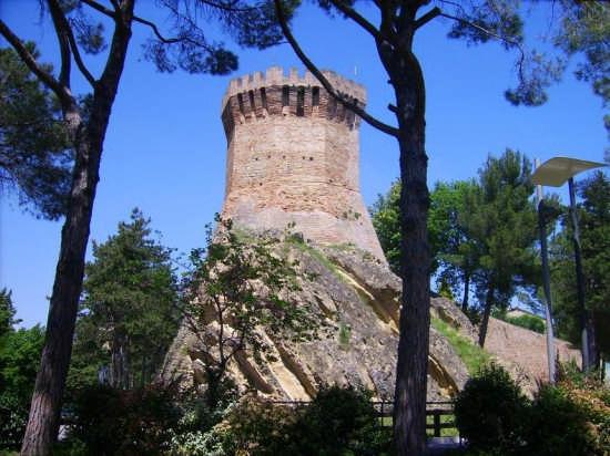 Torre Onglavina sec. XIII° - Treia (3496 clic)