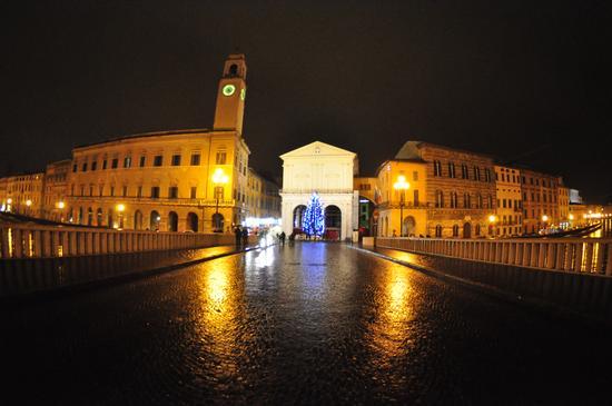 Pisa dal ponte di mezzo - PISA - inserita il 03-Jan-11