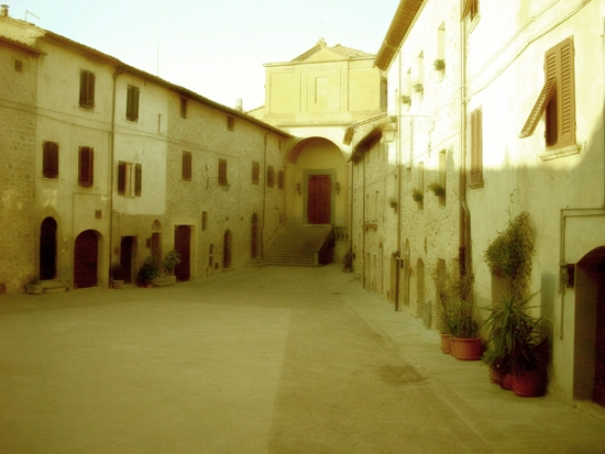 Chianni - Piazza di Castello (2446 clic)