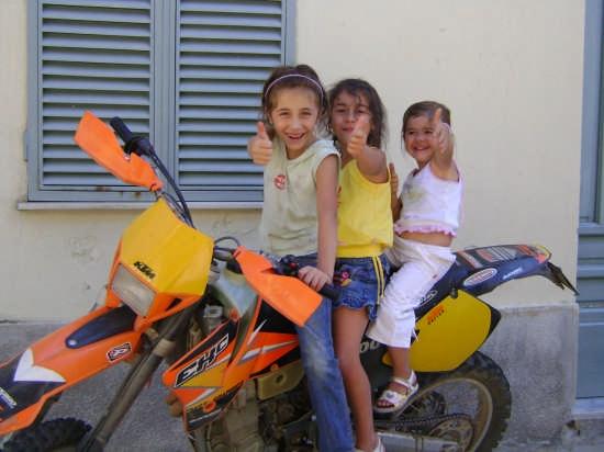 Francesca, Emanuela e Maria Teresa  - Orgosolo (4325 clic)