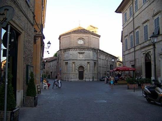 piazza Costanzi - Fano (4604 clic)