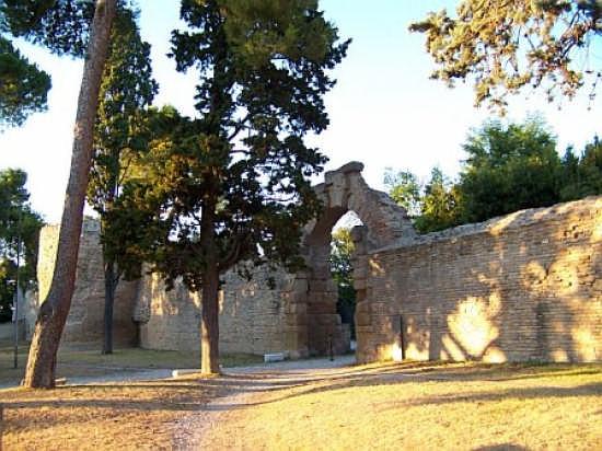 Mura romane e porta della Mandria - Fano (5088 clic)