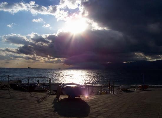 Tramonto sulla spiaggia di Catona (4288 clic)