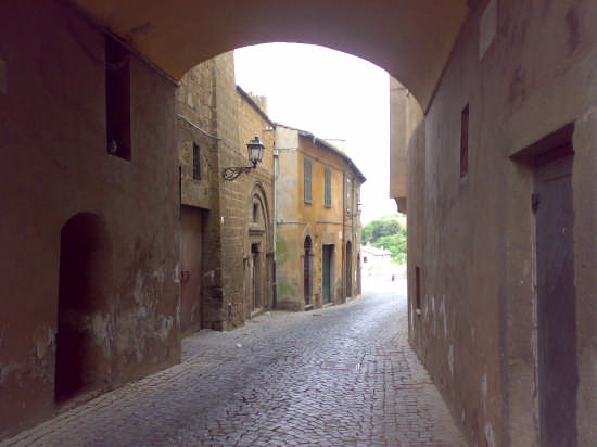 vicolo a tuscania (2641 clic)