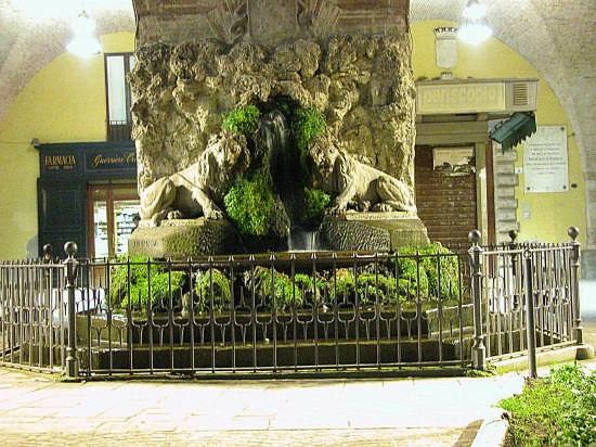 fontana a ricordo dei caduti dl bosco martese - Teramo (3699 clic)