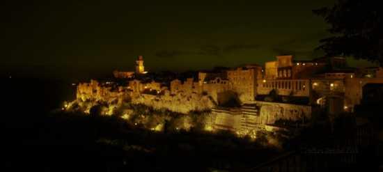 Notturno di Pitigliano (2069 clic)