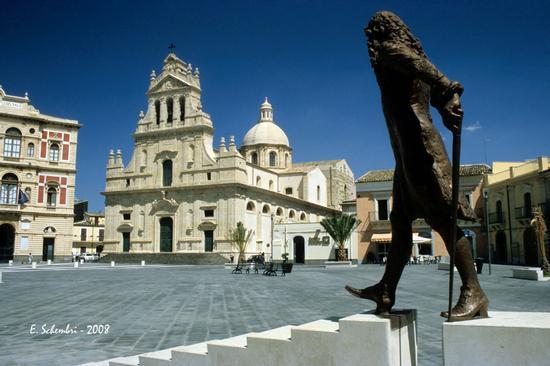 La piazza Carlo Maria Carafa - Grammichele (7387 clic)